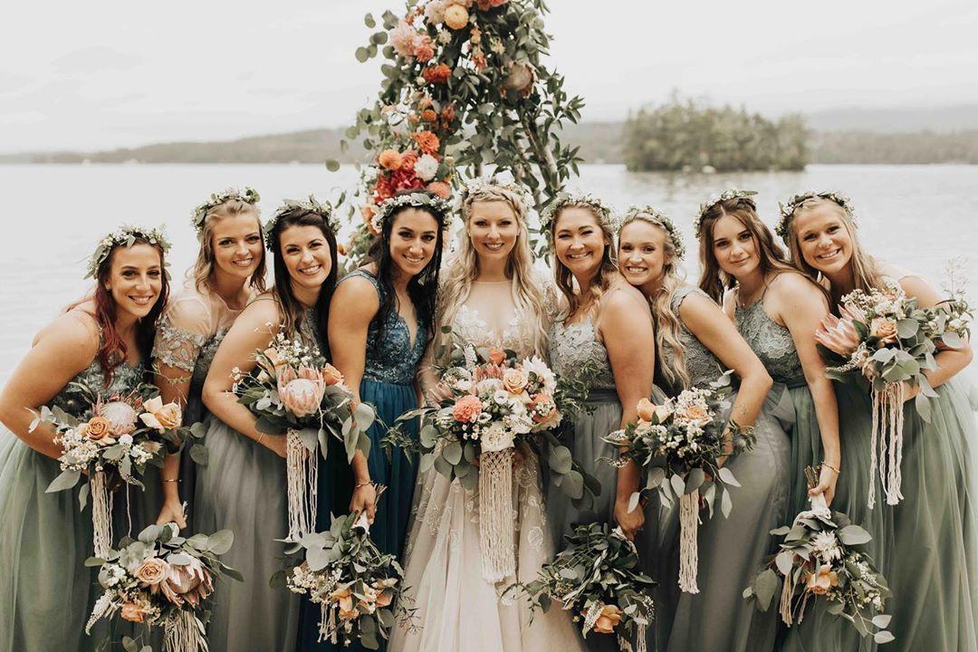 {gorgeous•ness} photo | @kierstinjones  macrame | @rissa.bee . . #bridetribe #bohobabes #squadgoals #boho #bohostyle #flowercrown #bouquets #macrame #flowers #weddingflowers #nhwedding #lakesregion #lakeside #winnipesaukee #lotusfloraldesigns #love #weddingdesign